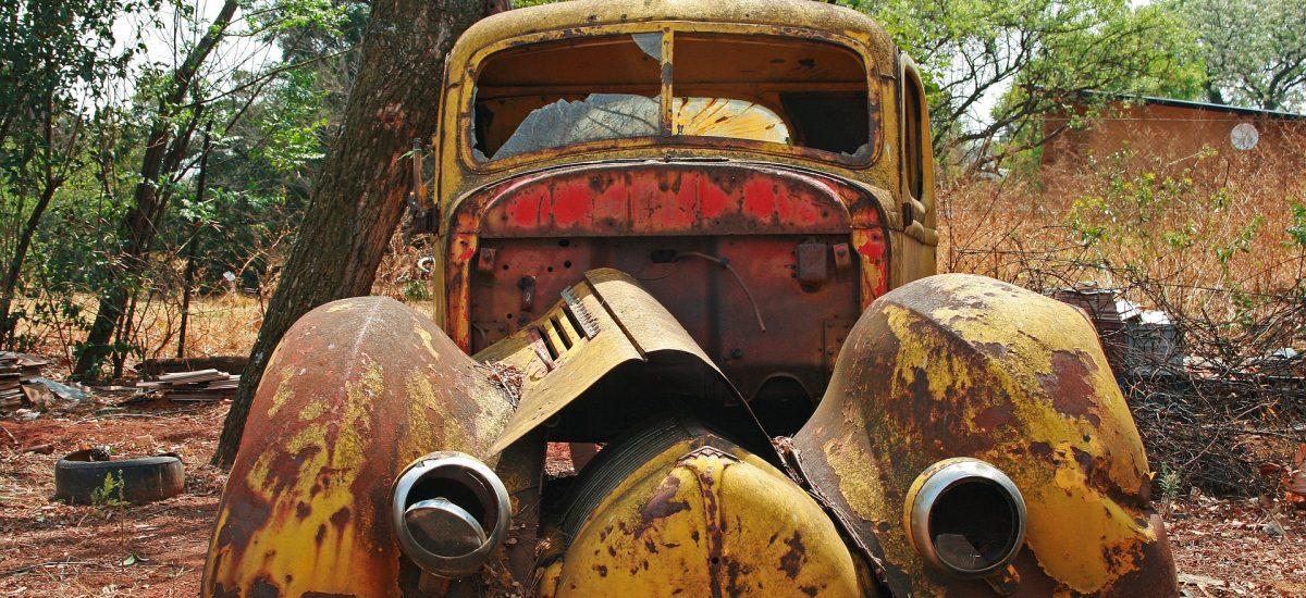 Opustené vraky áut