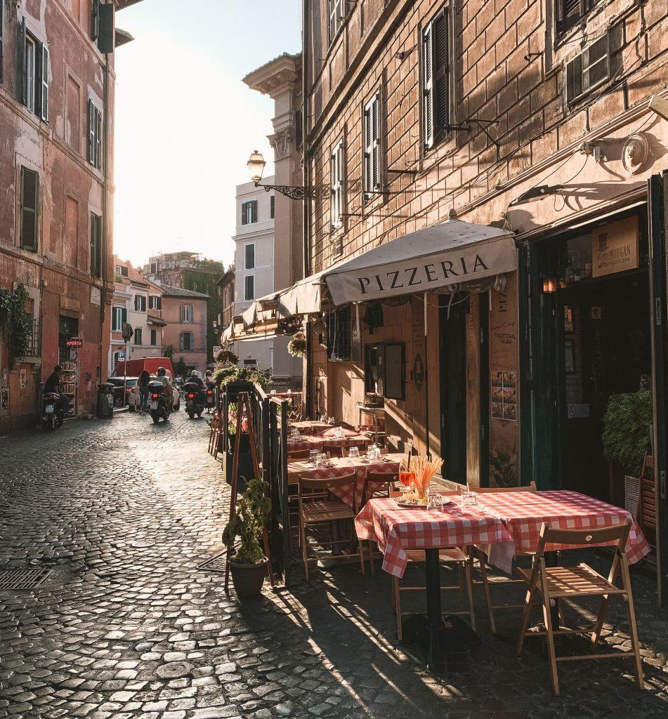 reštaurácia na ulici