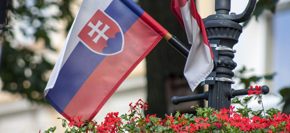 Pozor na to, ako zavesíš vlajku!