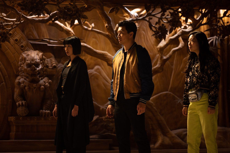 Vedľajšie postavy, najmä Awkwafina (vpravo) fungujú prekvapivo lepšie ako hlavný hrdina