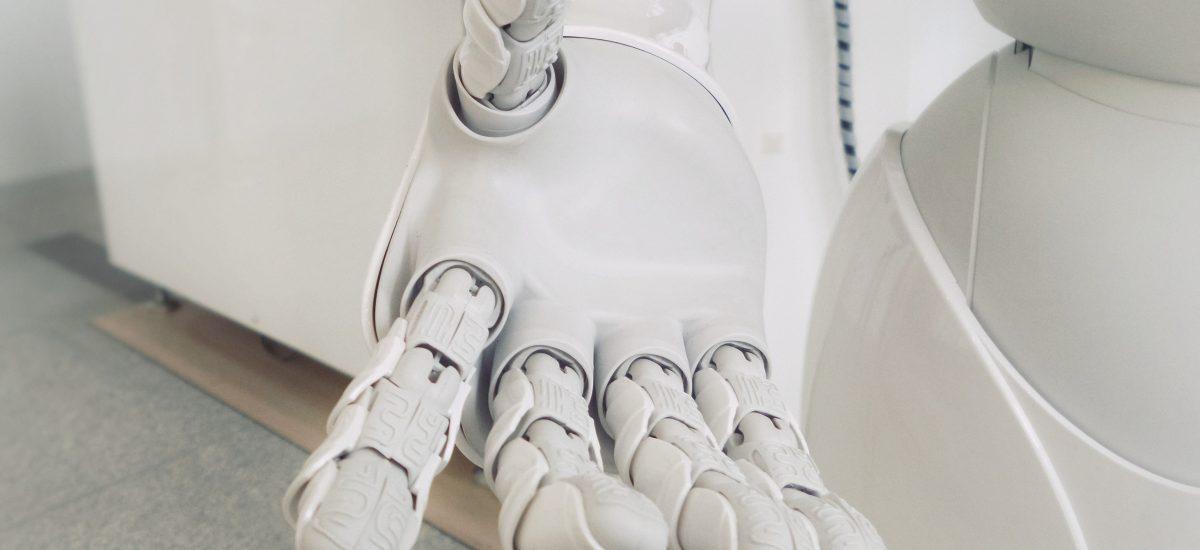 Ruka bieleho robota